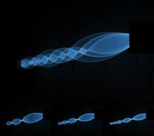1.3 Struna, rotační sinusoid, el. luminescenční drát mezi 2 motory, 2012